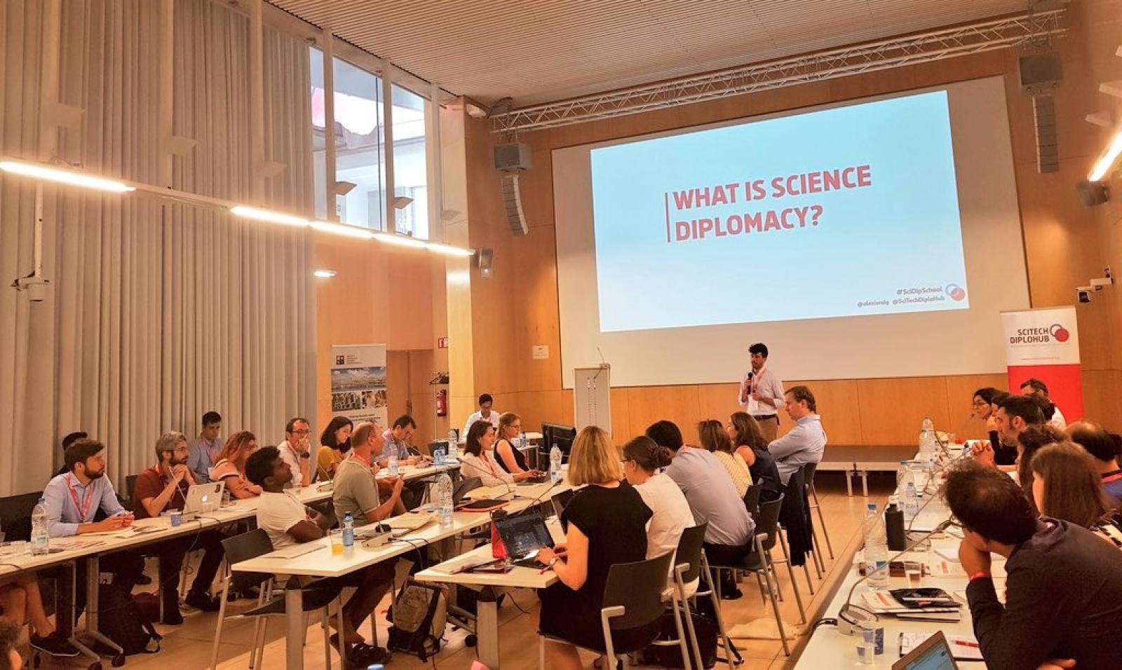 Participants a la primera formació internacional en diplomàcia científica, l'any 2020