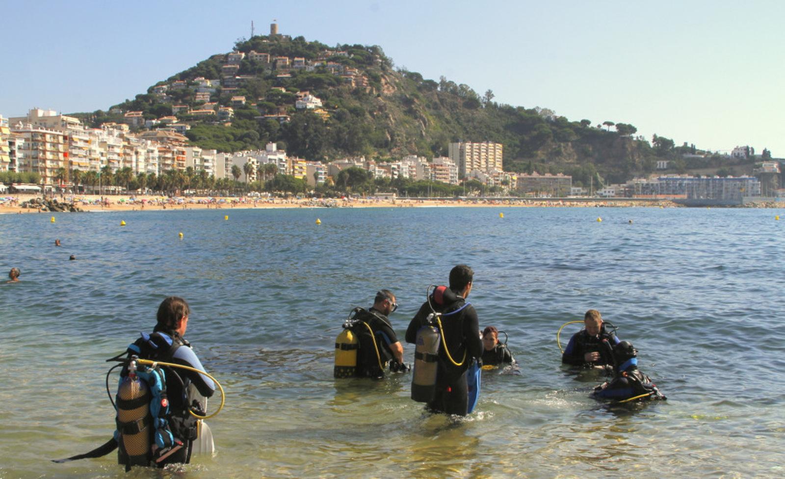 Submarinistes durant la neteja del fons marí a Blanes
