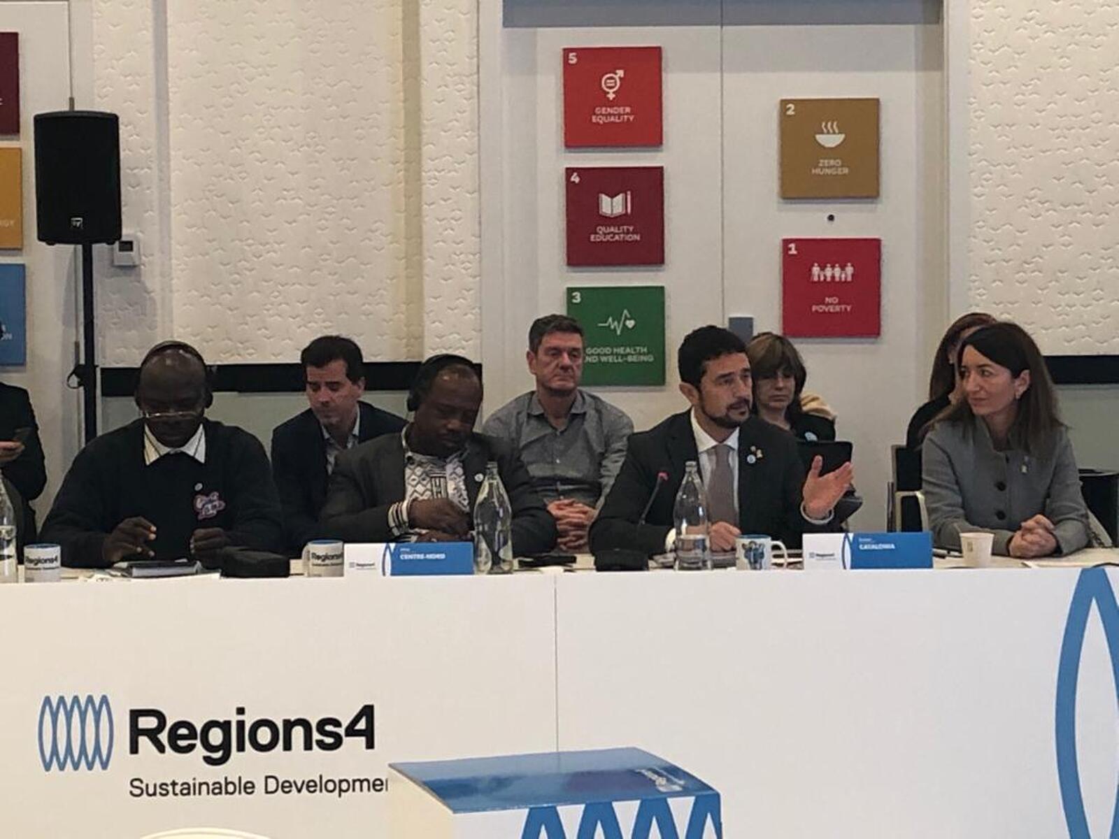 Damià Calvet i Marta Subirà durant l'assemblea de Regions4