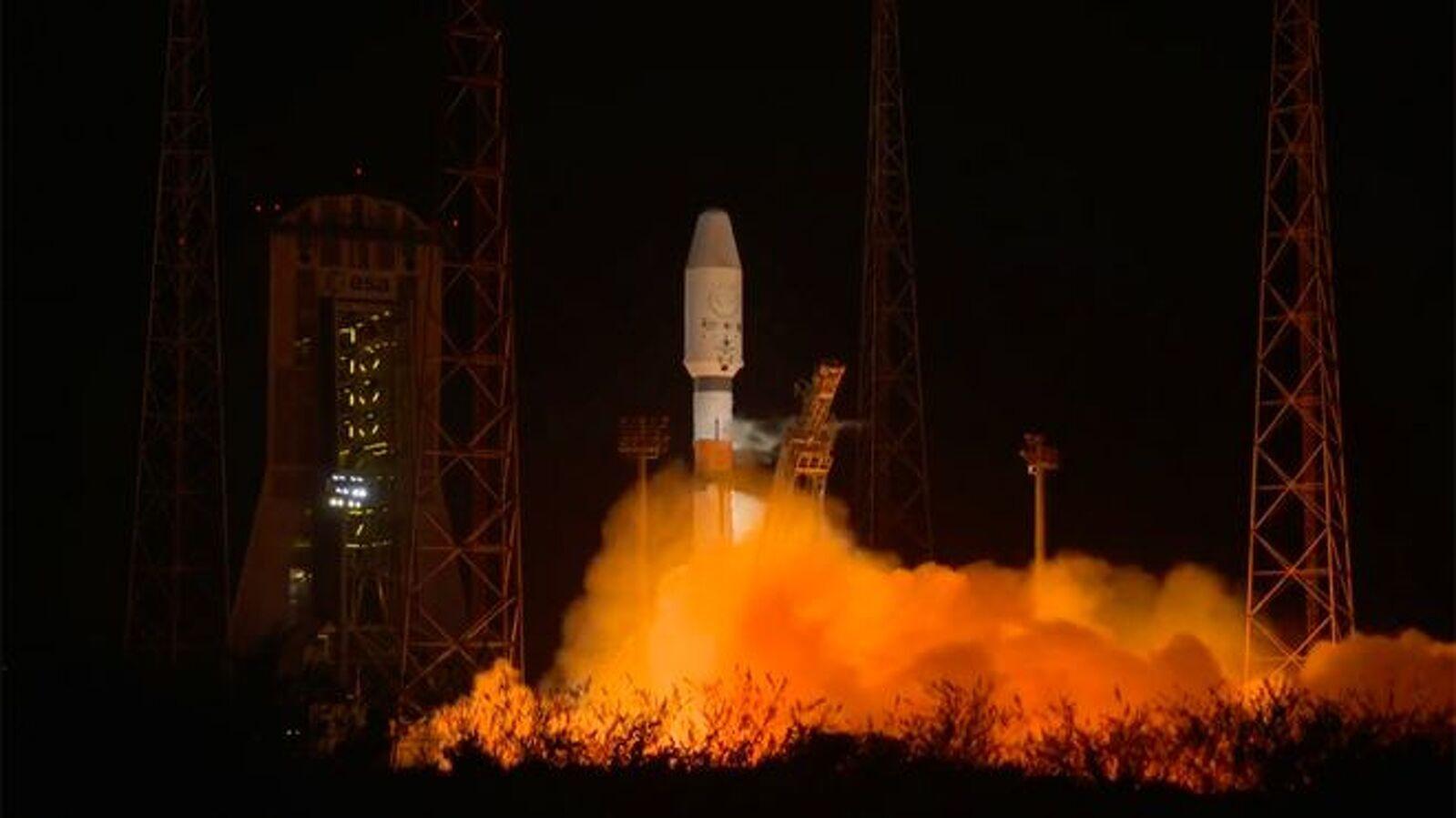 Moment del llançament del coet Soyuz que ha dut la sonda Cheops a l'òrbita terrestre