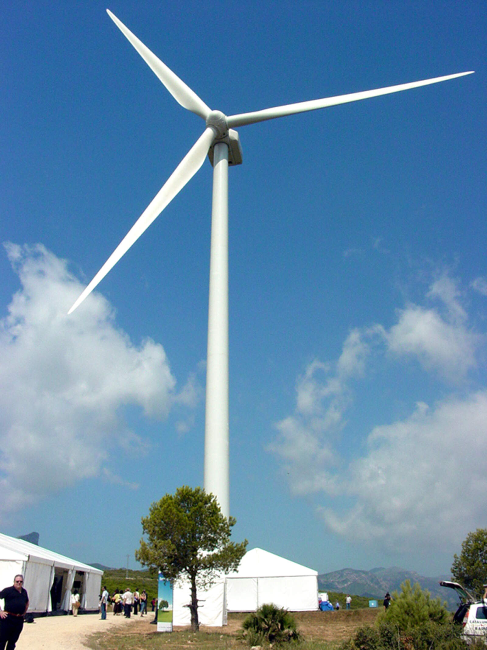 L'aerogenerador de 3 MW i 140 metres d'altura posat en marxa l'any 2008 al Perelló