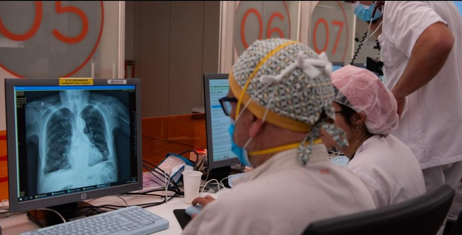 Professionals sanitaris atenen malalts de coronavirus