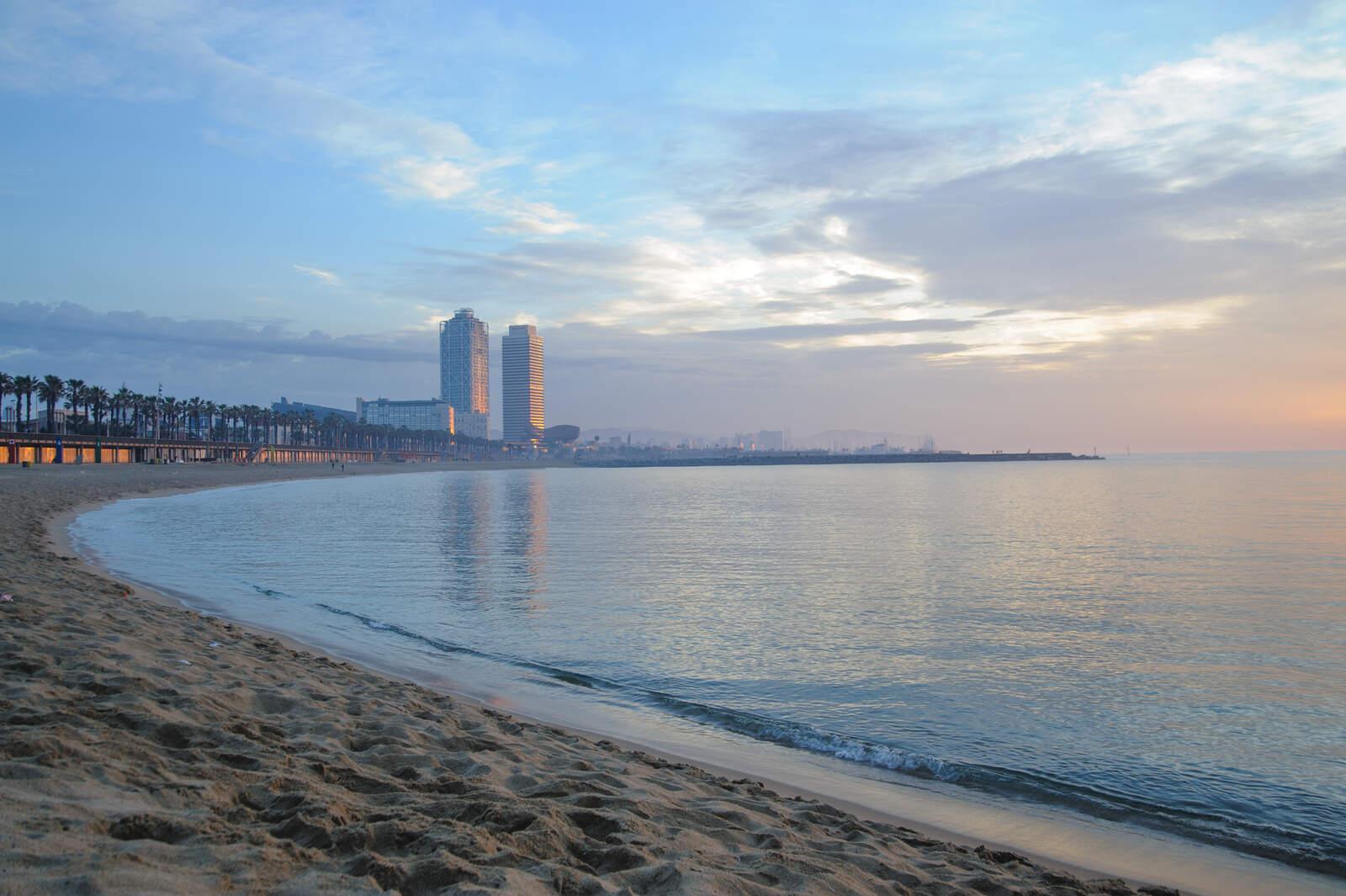 Les platges de Barcelona tornen a estar obertes però amb bandera groga