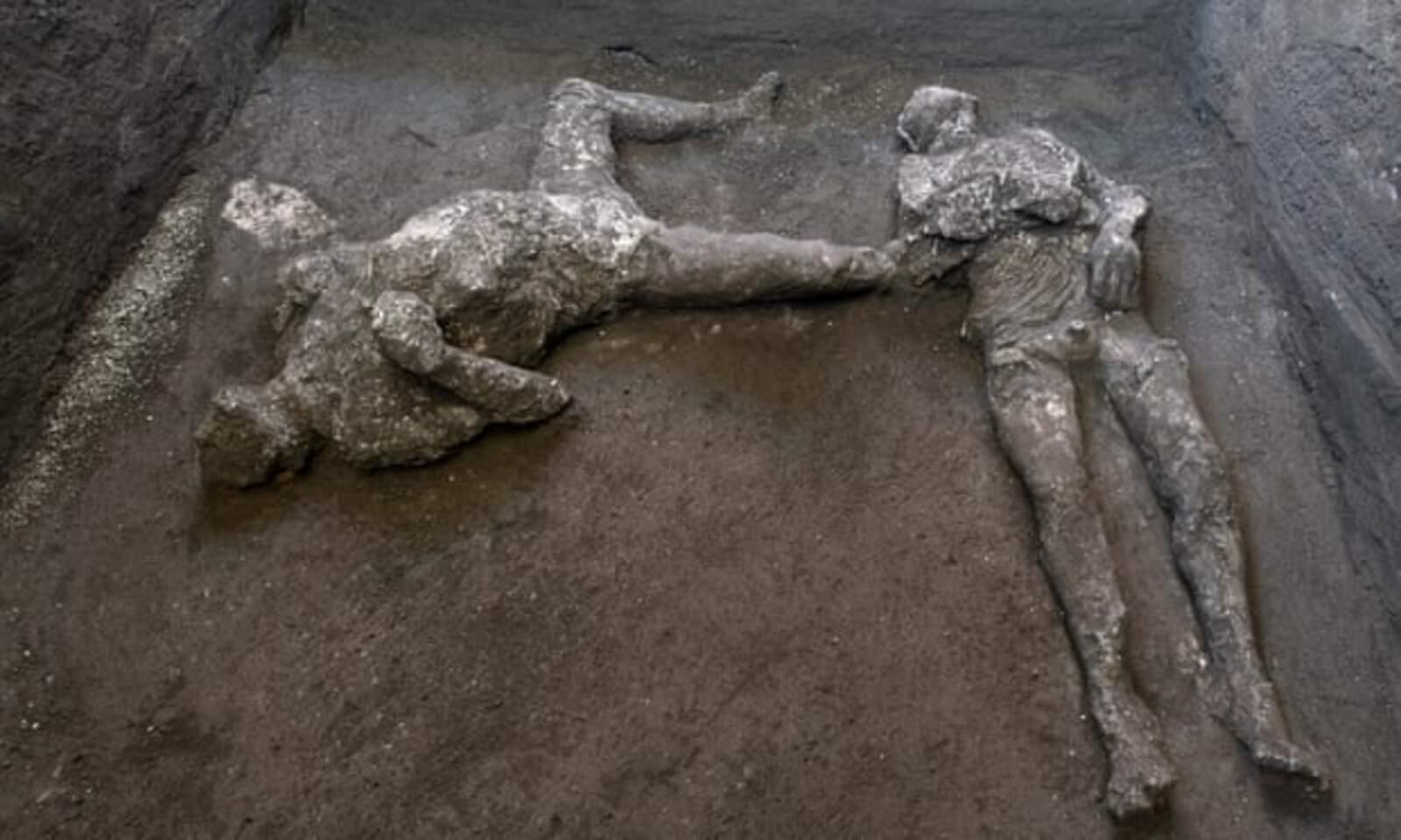 Les restes dels dos homes trobats al jaciment de Pompeia