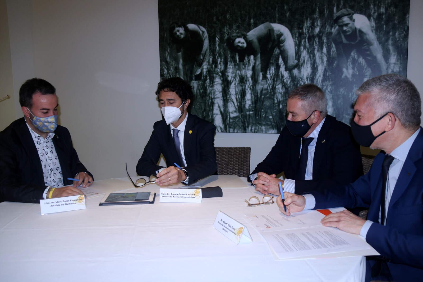 Reunió posterior ala signatura del conveni entre Incasòl i l'Ajuntament de Deltebre