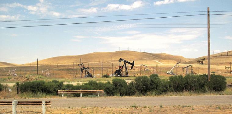 Pous de petroli a la vall de San Joaquín  | Downtowngal (CC)