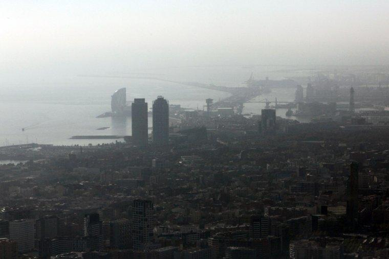 Contaminació sobre Barcelona    ACN