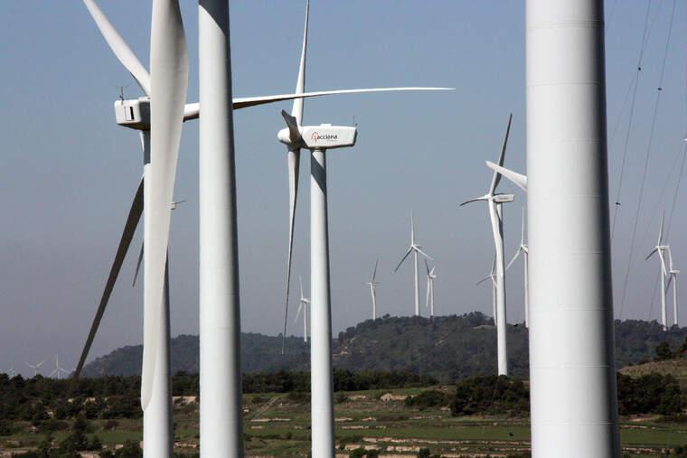 Molins de vent del parc eòlic de la Serra del Tallat, al límit entre Tarragona i Lleida | ACN