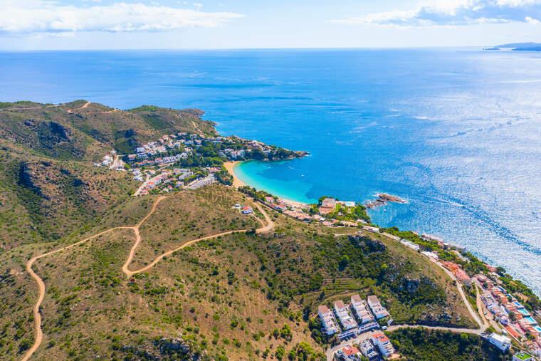 La zona afectada pel projecte de parc eòlic marí de la badia de Roses    ACN