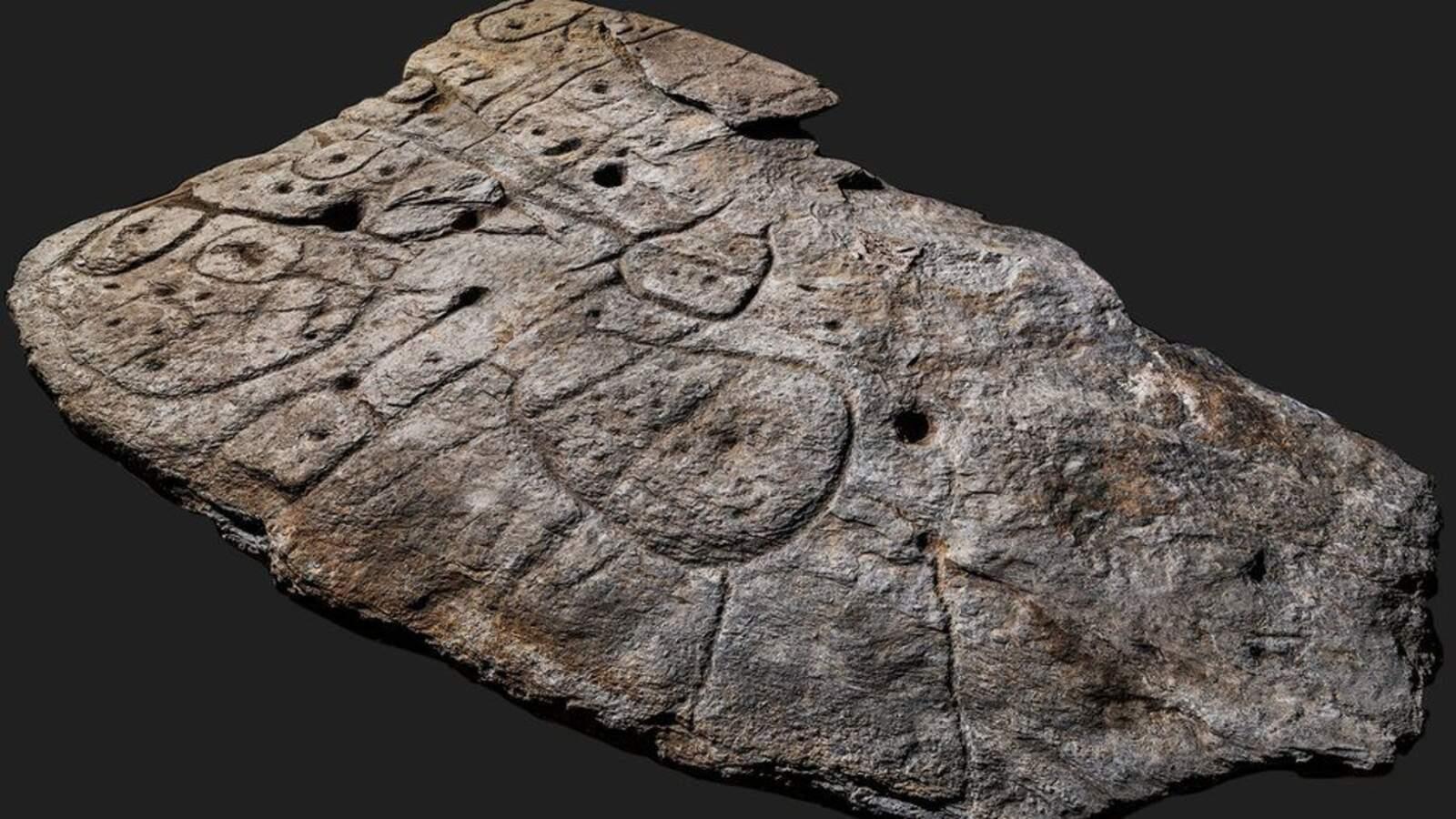 La llosa descoberta a França que conté el mapa més antic d'Europa