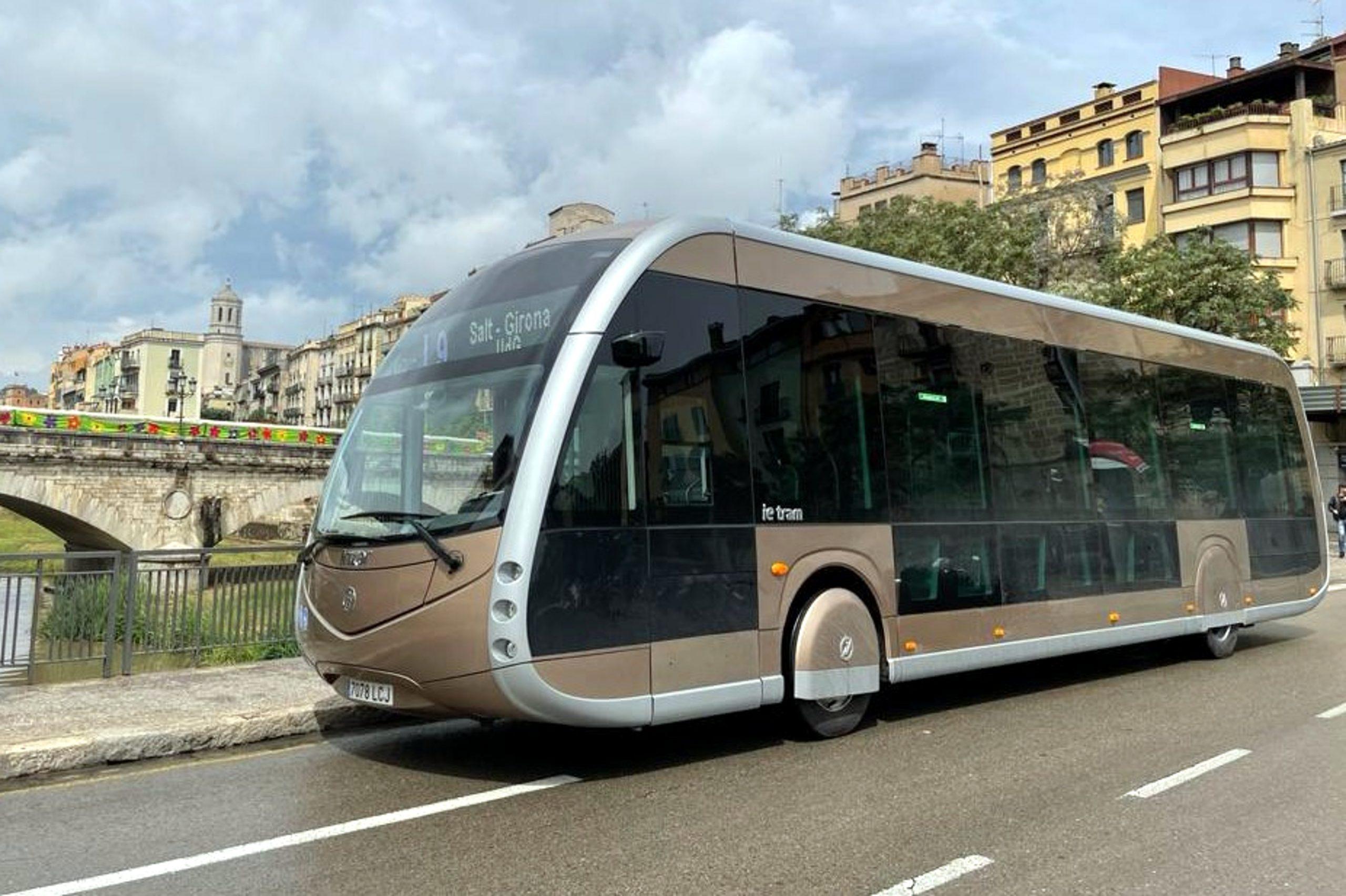 L'ieTram del fabricant Irizar circulant per Girona. És un dels models d'autobús 100% elèctric amb el qual Teisa està fent proves | ACN