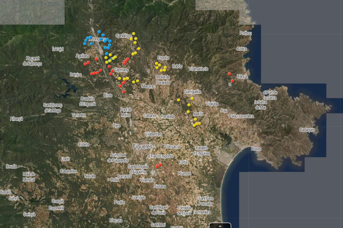 Els parcs eòlics projectats a la comarca amb informe favorable (en blau), en tramitació (groc) i desestimats (vermell)   ACN