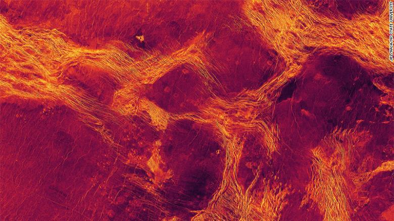 Imatge amb color fals que mostra els diversos fragments de l'escorça de Venus que interactuen | NASA