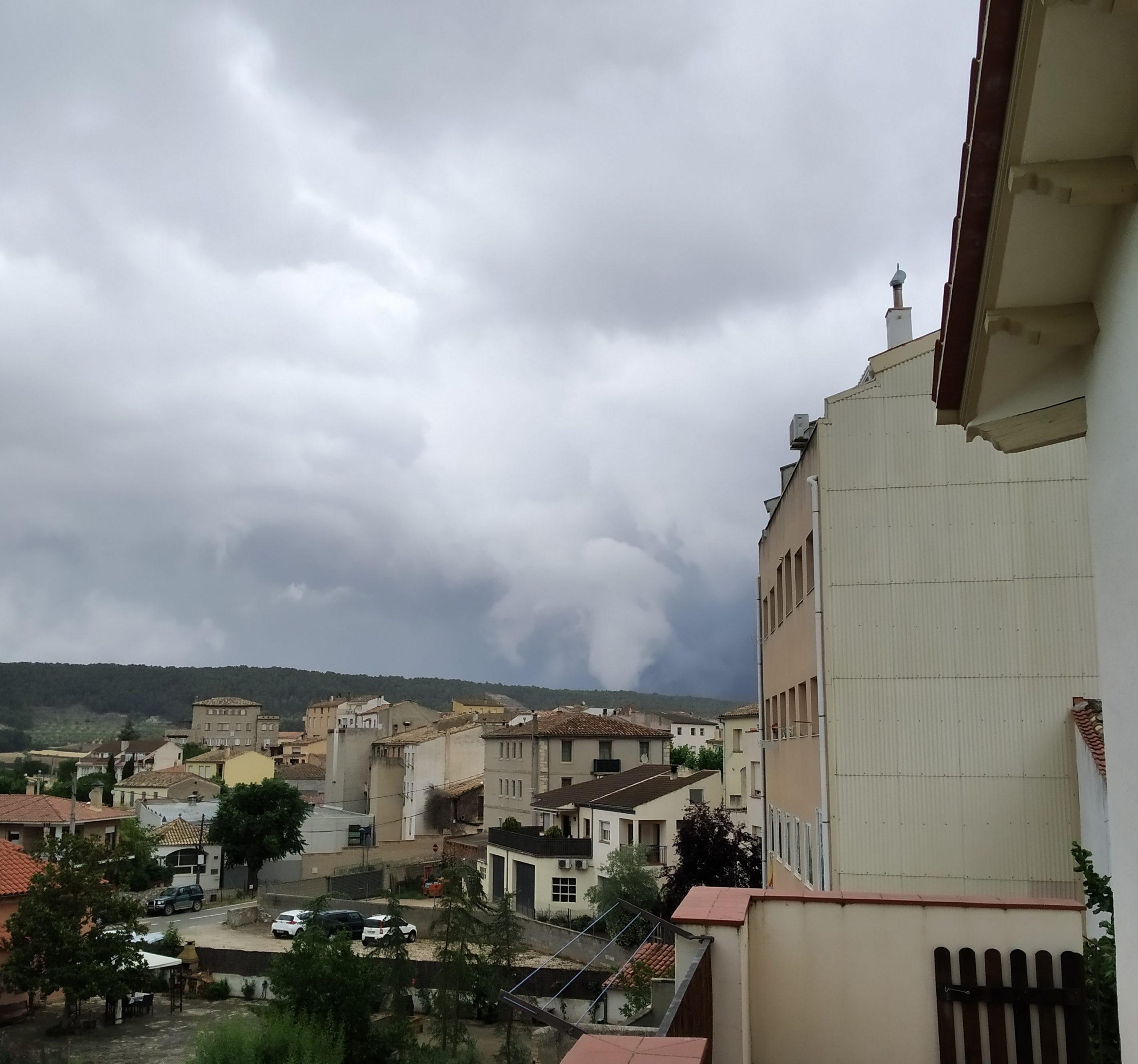 El tornado, vist des de la Llacuna | ACN