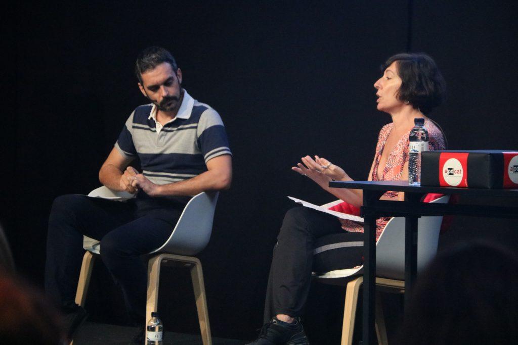 El CTO de Herta Security, Carles Fernández, i de la coordinadora de Xnet, Simona Levi, durant el debat sobre els riscos de la tecnologia de reconeixement facial   ACN