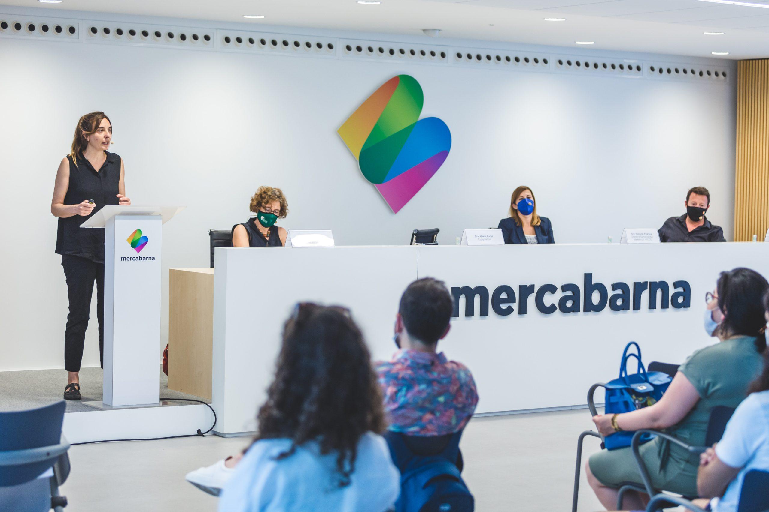 Montserrat Ballarín, presidenta de Mercabarna i José Ramón Sempere, president de Mercasa, durant la inauguració de la Universitat d'Estiu de Mercabarna |Pere Cots