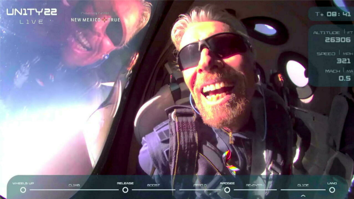 Richard Branson viatjant a l'espai   Virgin Galactic