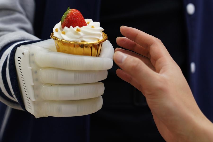 La nova mà prostètica inflable   MIT