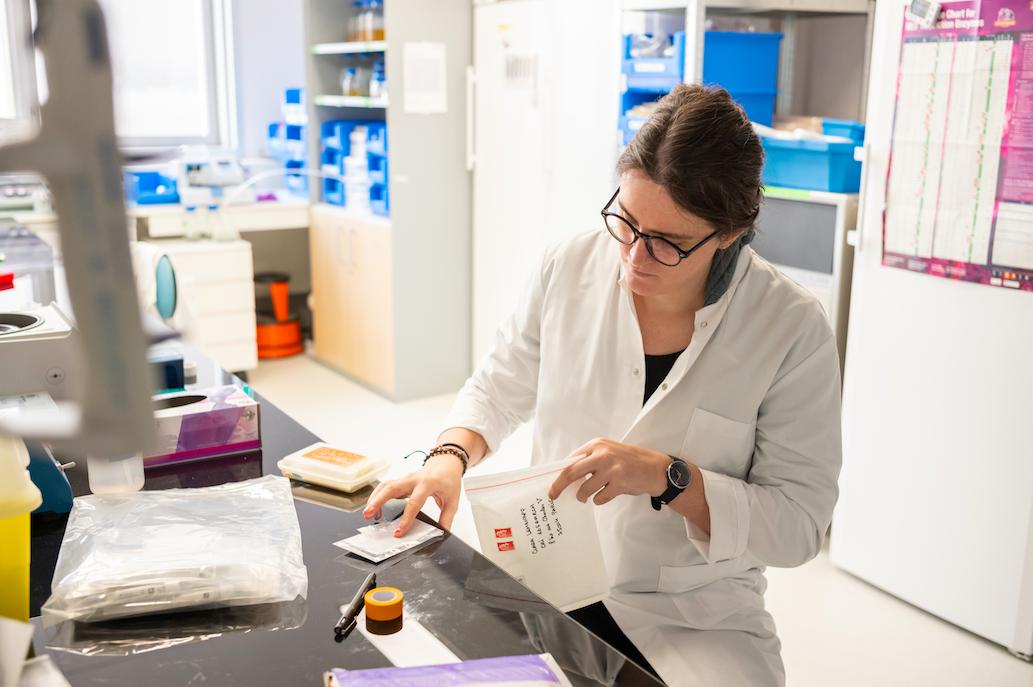 Clara Lehenaff al laboratori
