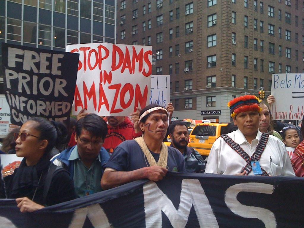 Activistes indígenes contra la destrucció de l'Amazones | Flickr