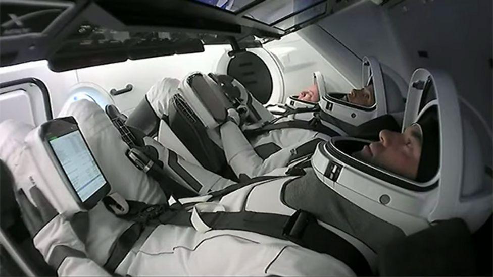 Els astronautes de la missió Inspiration4 a l'interior de la nau | SpaceX