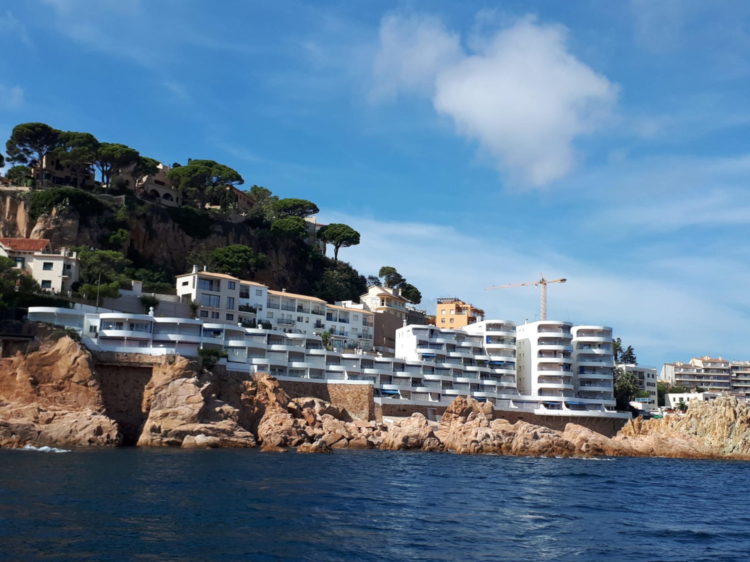 Un edifici a tocar de mar | SOS Costa Brava