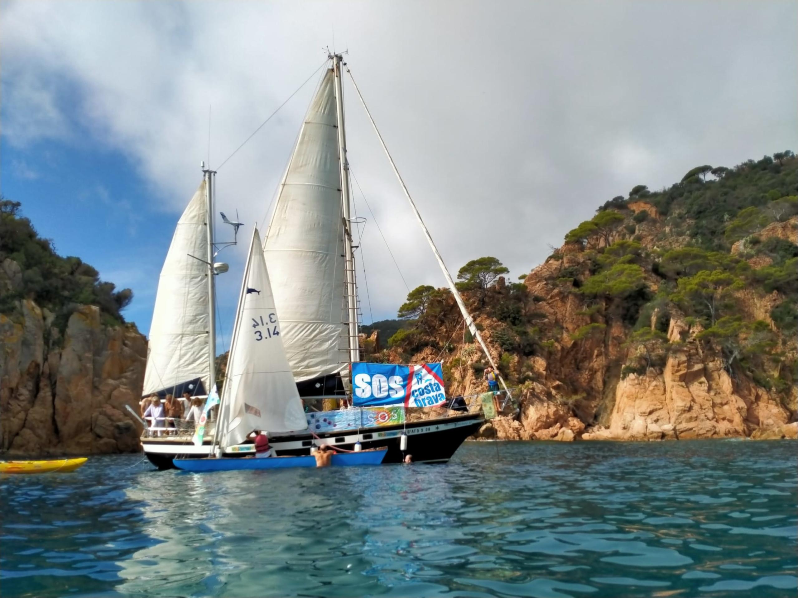 El vaixell utilitzat per SOS Costa Brava durant la ruta | SOS Costa Brava